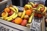 Give-away-Stand mit frischem Obst (sponsored by Hugendubel)
